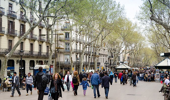 busy La Rambla, Barcelona; Photo by xiquinhosilva (flickr:@xiquinho)