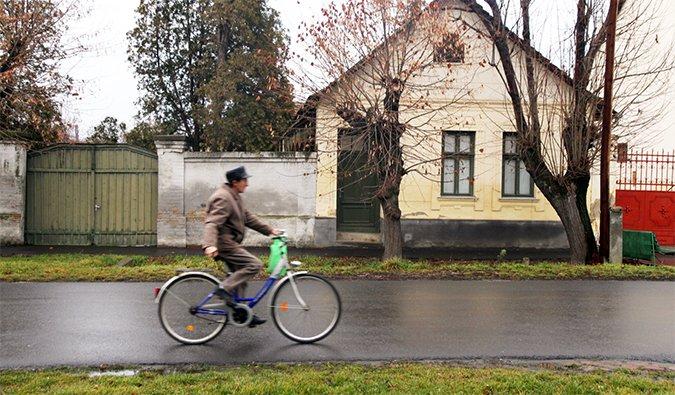 a man on a bicycle in Mezöberény