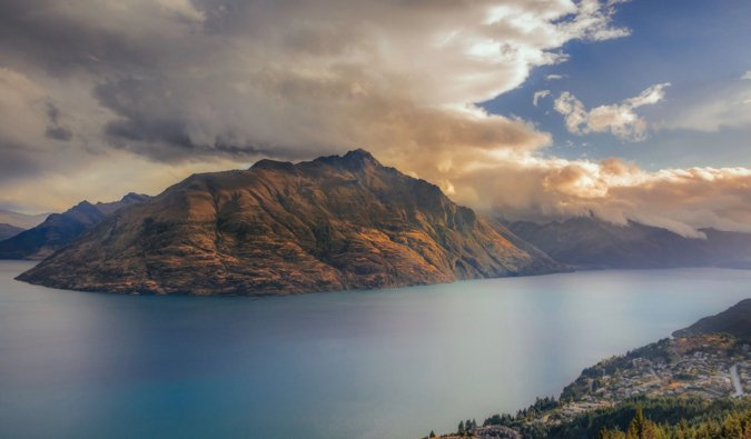 The rolling and rugged mountains of Queenstown, New Zealand